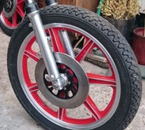 Yamaha RD250 front Wheel refitted